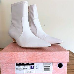 Cape Robbin High Street White Boots Size 9 Box